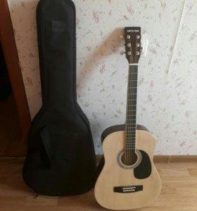 Акустическая гитара в хорошем состоянии с чехлом