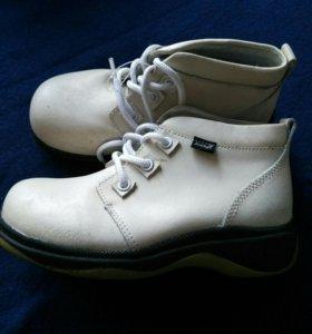 Ботинки «Антилопа»,натуральная кожа. Новые.