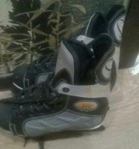 Хоккейные коньки. Размер 37