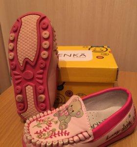Туфли мокасины розовые с мишками и вышивкой