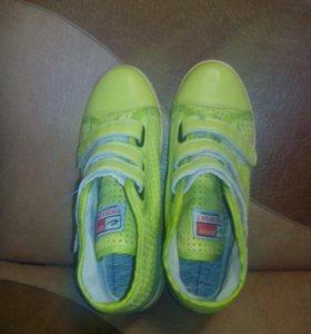 Ботиночки(кроссовки).Не подошел размер.36,5-37 р.