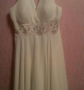 Платье белое ;