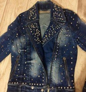 Брендоваяджинсовая куртка