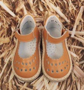 Сандали НОВЫЕ детские кожаные