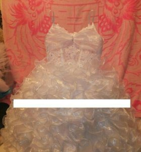 Продам нарядное платье новое