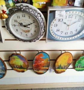 Часы и картины