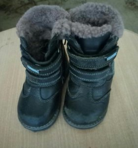зимние сапоги на мальчика,размер 23