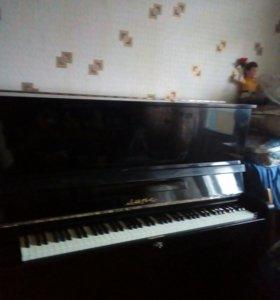 Пианино Лира ,звук хороший,но требуется настройка
