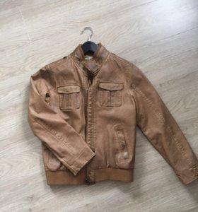 Новая куртка кожзам на мальчика