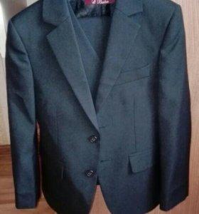 Продам костюм 3 фирма Бостон в идеальном состоянии
