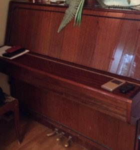 Фортепиано три педали