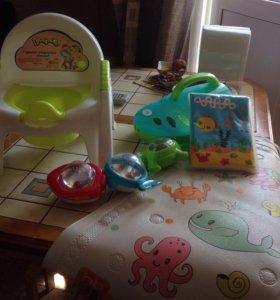 Горшок со спинкой, ванна для купания, игрушки.