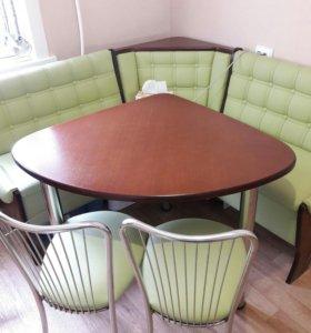 Угловой кухонный диванчик, стол со стульями