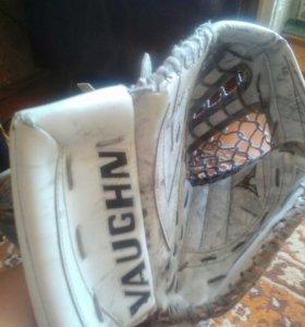 Ловушка вратаря хоккейная vaughn 7800 v5 pro