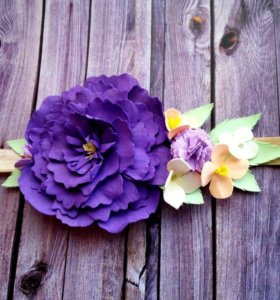 Повязочка с фиолетовым пионом
