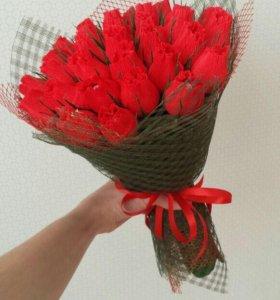 Букеты из конфет и подарки торты из киндеров