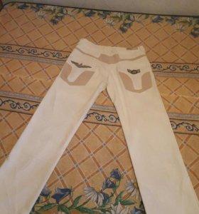 Штаны белые.размер 30, стрейч.