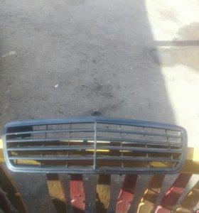 Решетка радиатора мерседес E210