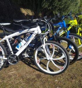 Велосипеды BMW X1 и AUDI R8