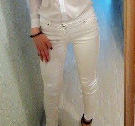 Продам джинсы белые
