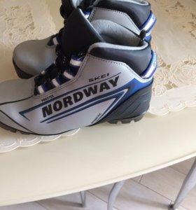 Лыжные ботинки размер 34 в отл состоянии