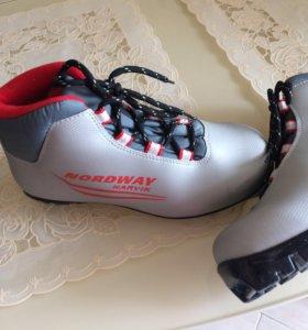Лыжные ботинки размер 37 в отл состоянии