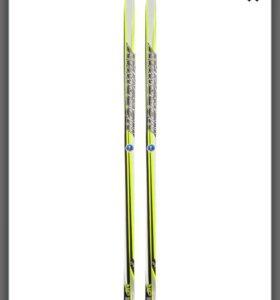 Лыжи с палками в отличном состоянии