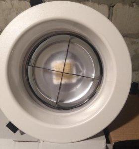 Светильник есть 4 штуки новые
