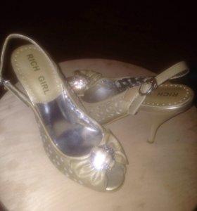 Женские туфли каблуках