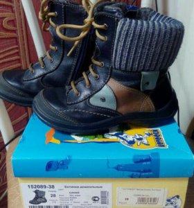Ботинки,р-р28.