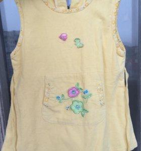 Жёлтое платье . Подойдёт на 2-3 года .
