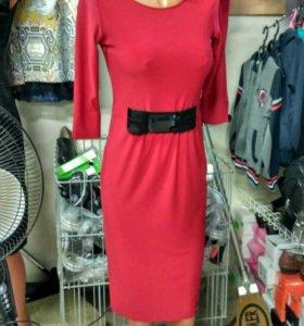 Красное красивое платье