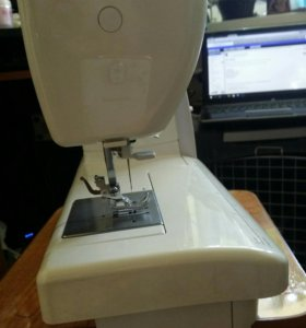 Швейная машинка Jenome