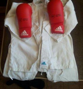 Кимоно и перчатки для карате