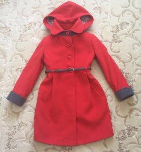 Пальто для девочки 7-9 лет.