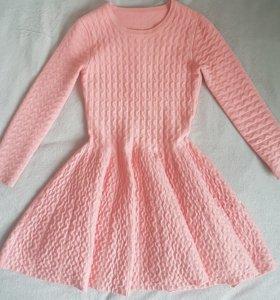 Новое шикарное персиковое трикотажное платье