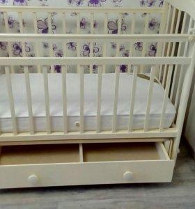 Детская кроватка, пеленальный комод+ матрас