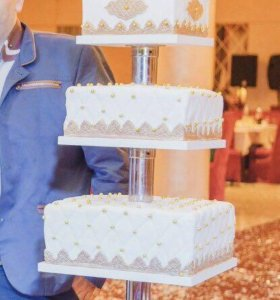 Аренда . Этажерка для торта .