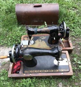 Старая швейная машинка