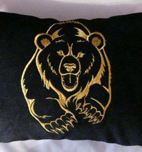 Декоративная подушка с вышивкой Медведь
