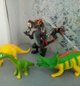 Монстр и динозавры