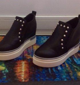 Ботинки - сникерсы новые