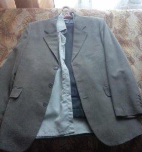 Пиджак , рубашка , брюки .