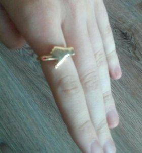 Кольцо палец