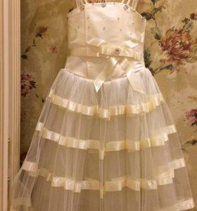 Платье нарядное, перчатки, заколка для девочки