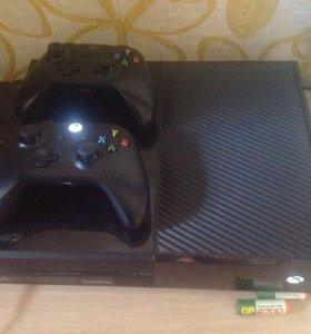 Xbox one 500gb + около 25 игр + 2 геймпада