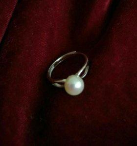 Классическое кольцо из серебра с жемчугом