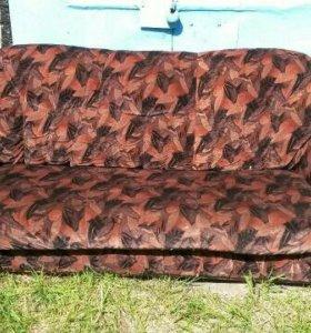 Раскладной диван + 2 кресла.Торг на месте