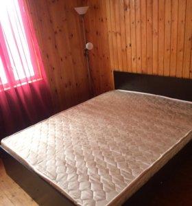 Кровать с матрасом и 2 прекроватные тумбы
