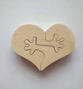 """Деревянный пазл """"сердце с руками"""""""